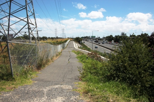 The connection to Western Ring Road path looking west